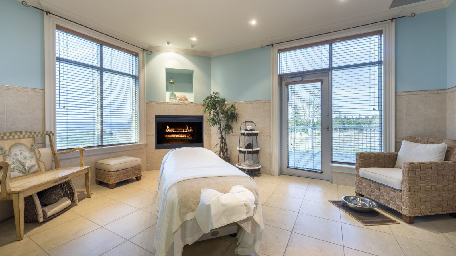 fox-harbr-resort-spa-treatment-room_38171529295_o